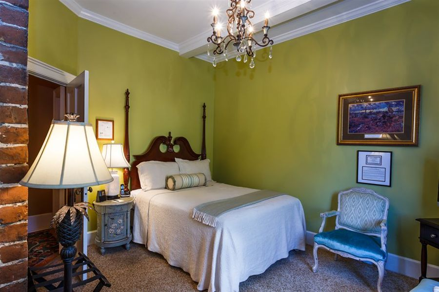 Guestroom at The Eliza Thompson House in Savannah